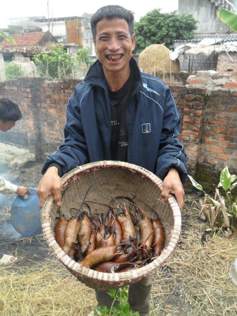 Nha van Nguyen Quang Thieu: Con me dam thit chuot, thit cho, tiet canh, duong den the gioi van minh con vo tan hinh anh 1