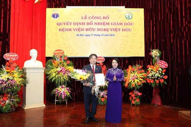 Sau nhieu lum xum, Benh vien Huu nghi Viet Duc chinh thuc co Giam doc hinh anh 1
