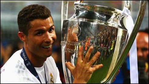 Cristiano Ronaldo: 372 ngay thong tri bong da the gioi hinh anh 2