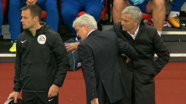 Nhin lai vong 4 Ngoai hang Anh: Mane pham loi rung ron, Mourinho quay lung lanh lung hinh anh 3