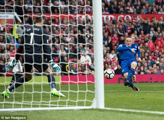 Rooney tuyet vong, MU thang huy diet Everton hinh anh 1
