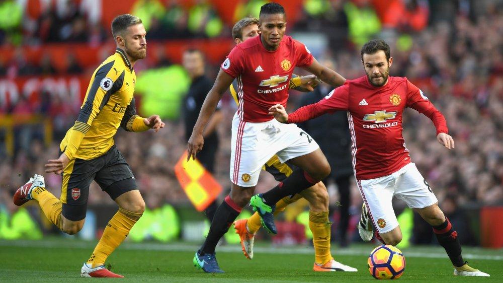 Vong 15 Ngoai hang Anh: Arsenal cham mat MU, Man City huong loi hinh anh 1