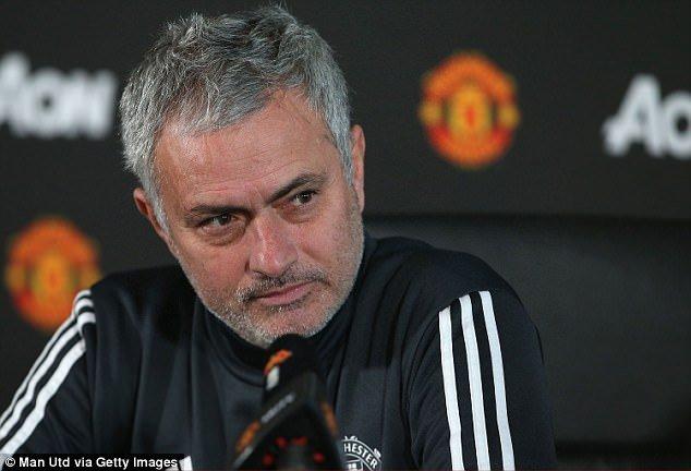 Dai chien MU vs Man City: Mourinho xo xien doi thu, MU nhan tin du hinh anh 1