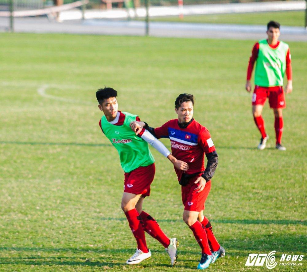 Video: U23 Viet Nam tap bai vo long, Cong Phuong dut diem an tuong hinh anh 8