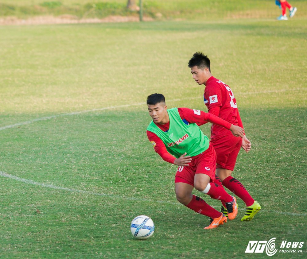 HLV Park Hang Seo quan sat tu xa, ren 'phuong an B' cho U23 Viet Nam hinh anh 4