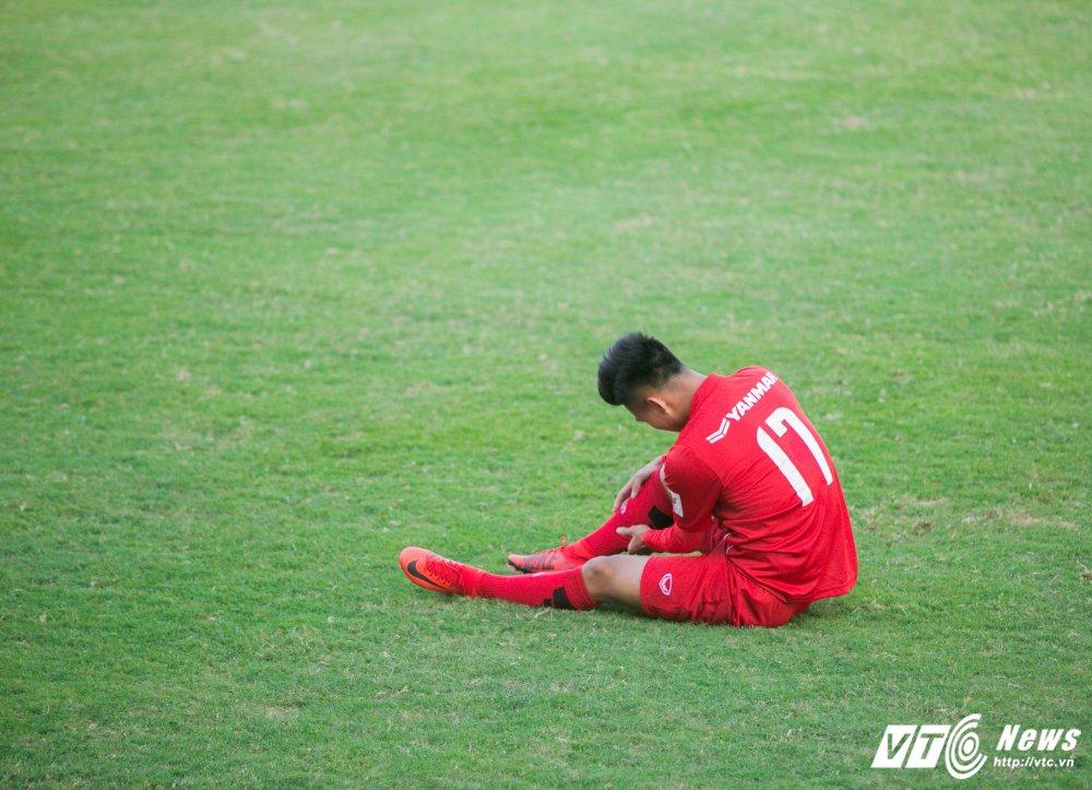HLV Park Hang Seo quan sat tu xa, ren 'phuong an B' cho U23 Viet Nam hinh anh 7