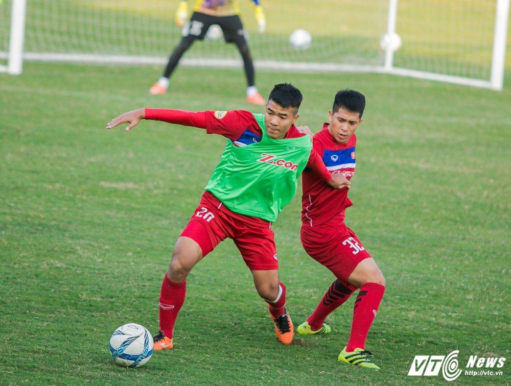 HLV Park Hang Seo quan sat tu xa, ren 'phuong an B' cho U23 Viet Nam hinh anh 5