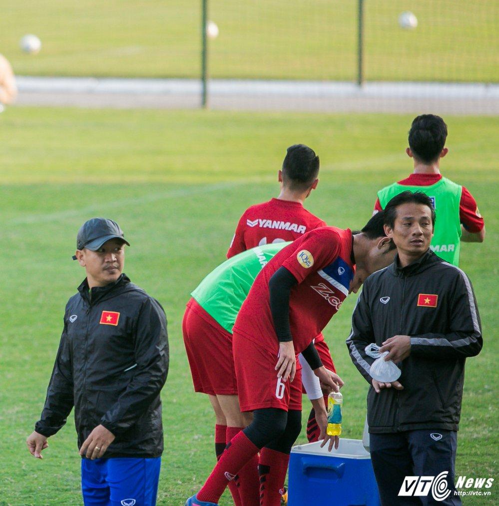 HLV Park Hang Seo quan sat tu xa, ren 'phuong an B' cho U23 Viet Nam hinh anh 12