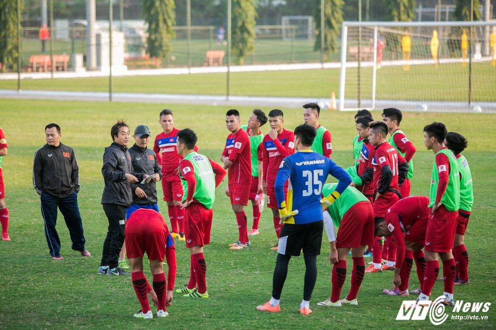 HLV Park Hang Seo quan sat tu xa, ren 'phuong an B' cho U23 Viet Nam hinh anh 9