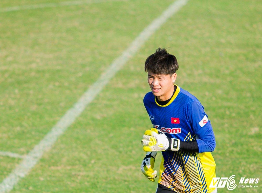 HLV Park Hang Seo quan sat tu xa, ren 'phuong an B' cho U23 Viet Nam hinh anh 13