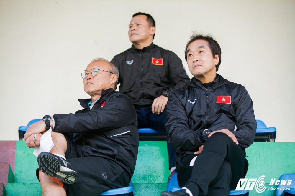 HLV Park Hang Seo: 'U23 Viet Nam dau chi co van de o khau phong ngu' hinh anh 1
