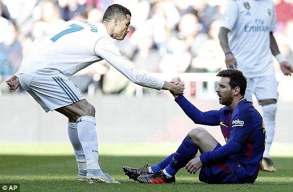 Khoanh khac Sieu kinh dien: Messi vuot troi Ronaldo, Pique khien Real chet lang hinh anh 2