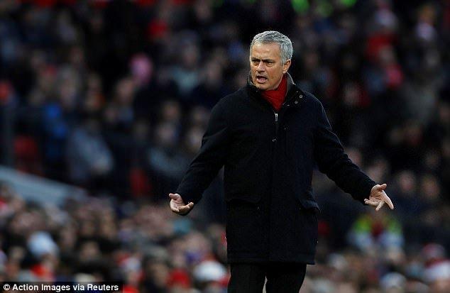 Mourinho che MU keo kiet: Lam HLV MU, Mourinho chi gioi phan nan hinh anh 1