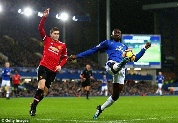 MU danh bai Everton, tam chiem lai ngoi nhi cua Chelsea hinh anh 1
