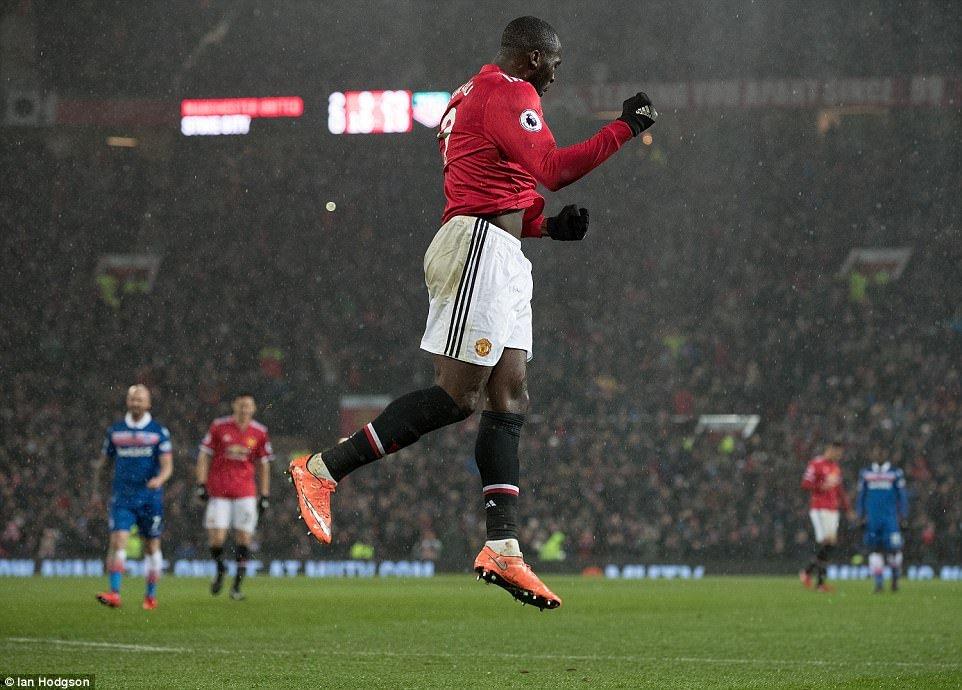 Lukaku tiếp tục ghi bàn cho Man Utd. (Ảnh: Ian Hodgson)