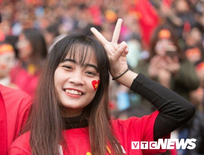 Truc tiep: San My Dinh ruc sang dem Gala mung cong U23 Viet Nam hinh anh 19