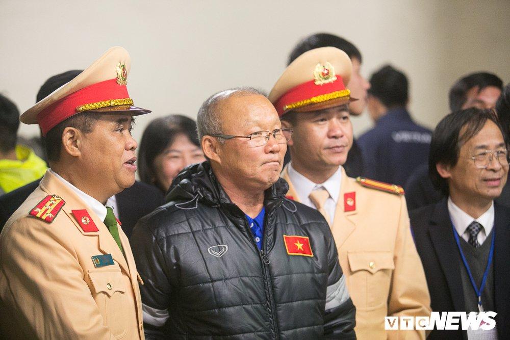 U23 Viet Nam len xe bi mat den My Dinh du Gala vinh danh chien thang hinh anh 3