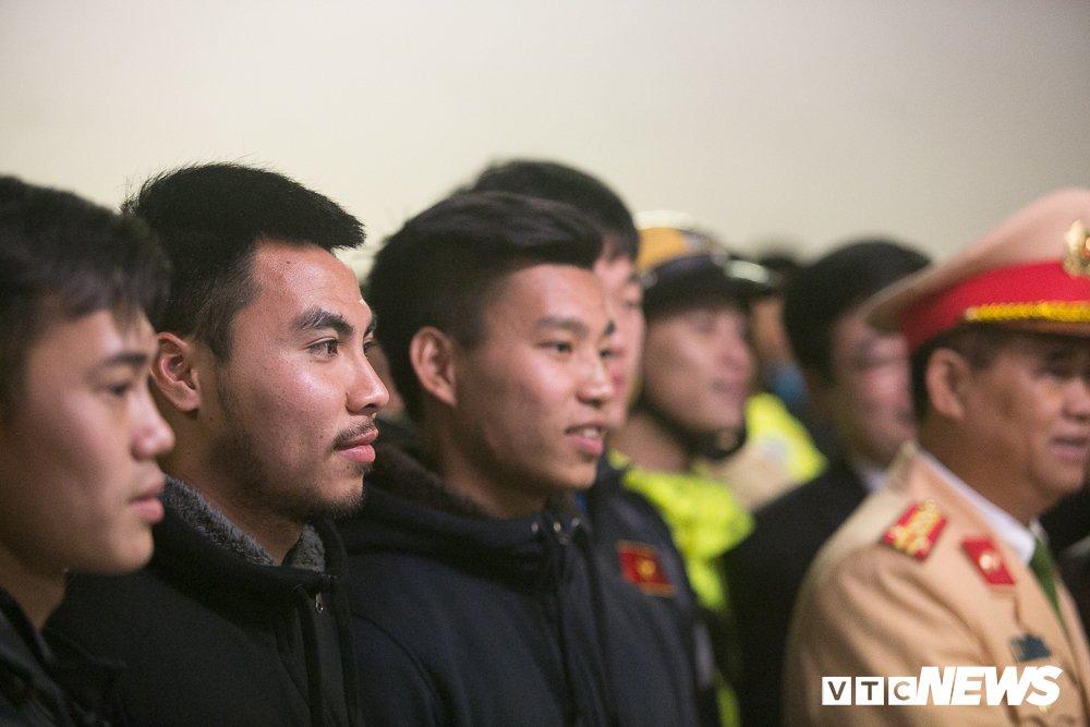 U23 Viet Nam len xe bi mat den My Dinh du Gala vinh danh chien thang hinh anh 4