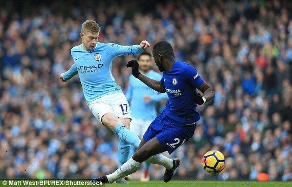 Ha guc Chelsea, Man City ap sat ngoi vo dich Ngoai hang Anh hinh anh 1