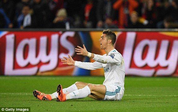 Ronaldo lap dai cong, Real nhan chim PSG ngay tren san khach hinh anh 1