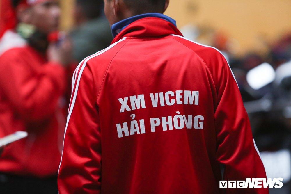 Toan canh CDV Hai Phong pha rao an ninh, buoc tran dau phai ket thuc som hinh anh 9