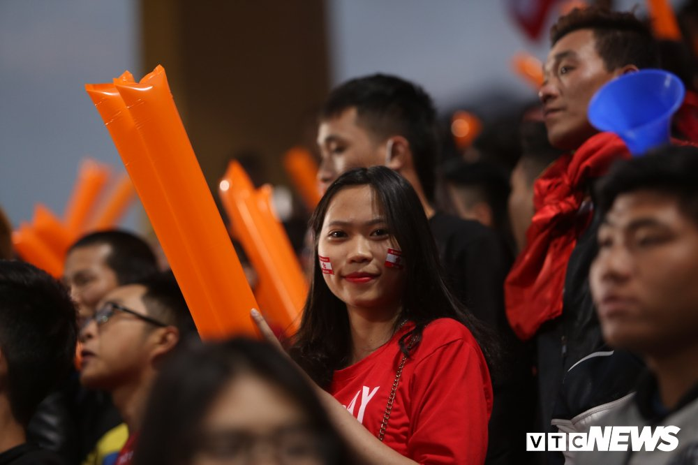 Toan canh CDV Hai Phong pha rao an ninh, buoc tran dau phai ket thuc som hinh anh 13