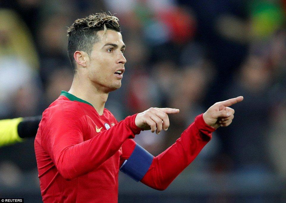 Ronaldo lan at Salah, Bo Dao Nha nguoc dong ngoan muc ha Ai Cap hinh anh 1