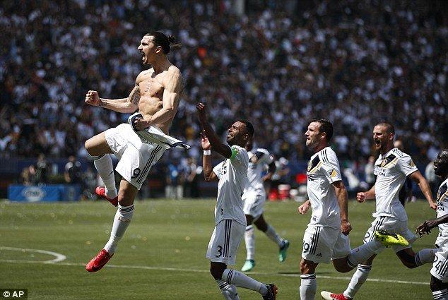Video: Ibrahimovic ghi sieu pham tran ra mat, LA Galaxy loi nguoc dong khong tuong hinh anh 1