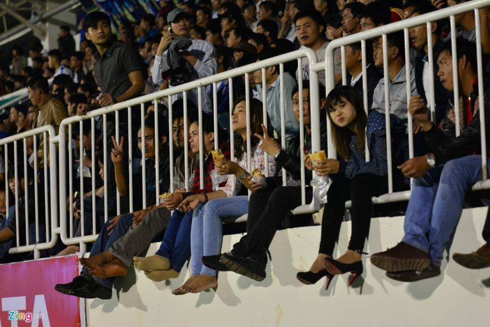 Sau hieu ung U23 Viet Nam, V-League lam gi de niu chan khan gia? hinh anh 1