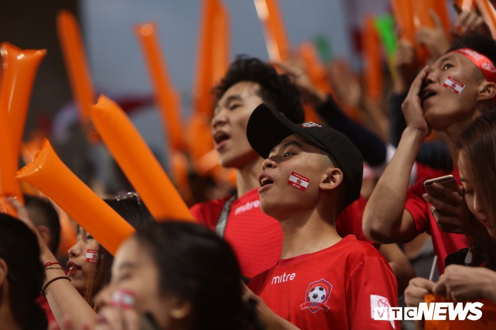 Sau hieu ung U23 Viet Nam, V-League lam gi de niu chan khan gia? hinh anh 3