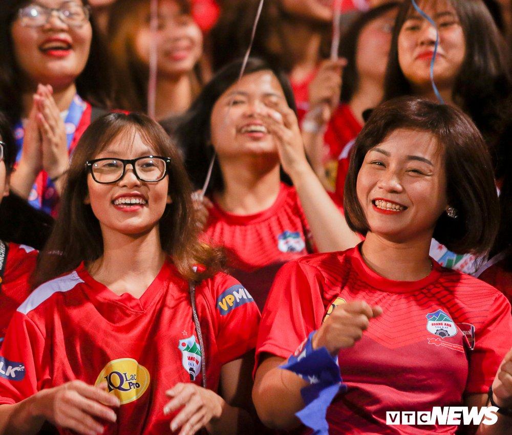 Dai chien CDV HAGL, Ha Noi FC 'nung chay' Hang Day hinh anh 2