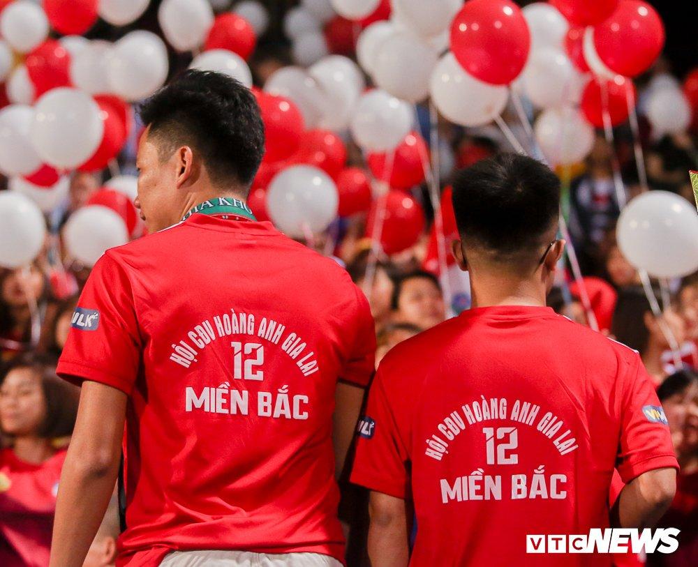 Dai chien CDV HAGL, Ha Noi FC 'nung chay' Hang Day hinh anh 5