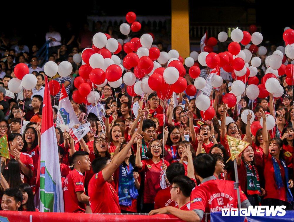 Dai chien CDV HAGL, Ha Noi FC 'nung chay' Hang Day hinh anh 1