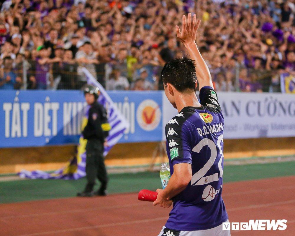Dai chien CDV HAGL, Ha Noi FC 'nung chay' Hang Day hinh anh 15