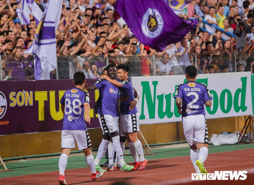 Dai chien CDV HAGL, Ha Noi FC 'nung chay' Hang Day hinh anh 13
