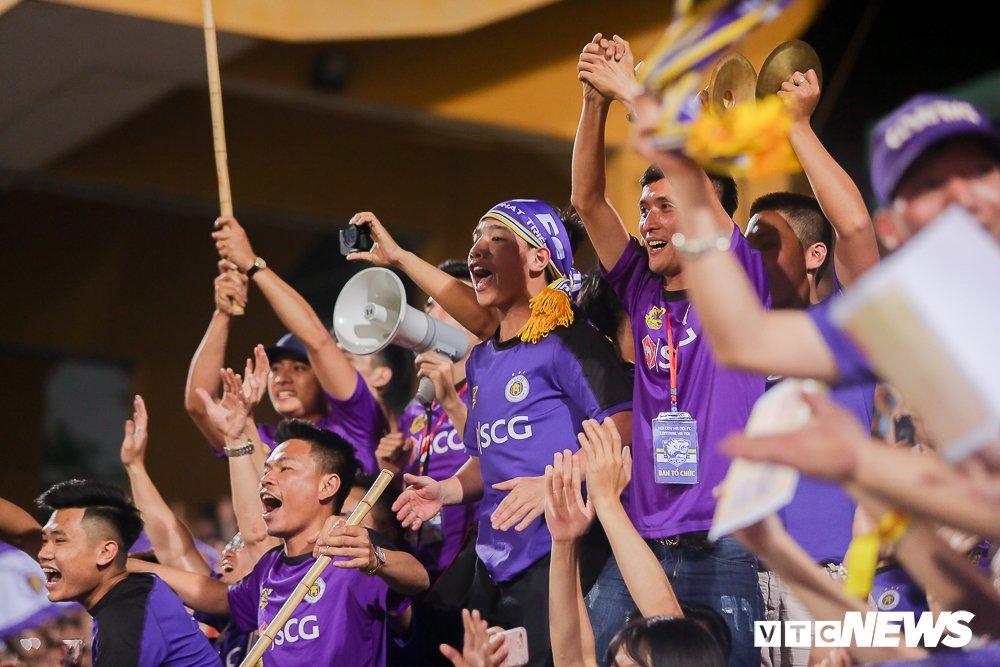Dai chien CDV HAGL, Ha Noi FC 'nung chay' Hang Day hinh anh 11