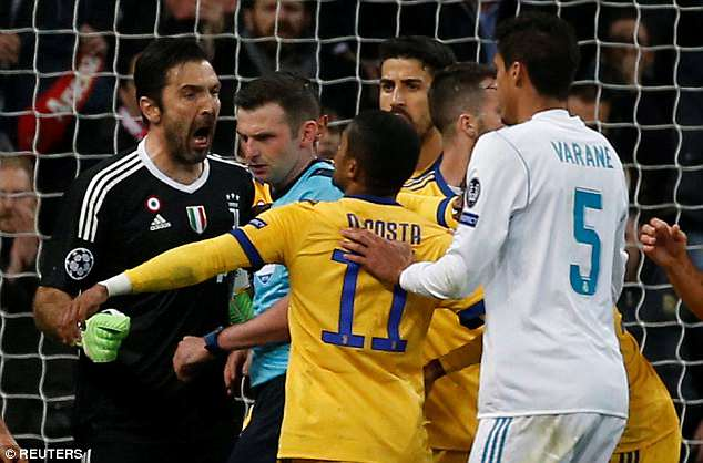 Ghi ban giai cuu Real, Ronaldo lai ap sat ky luc Champions League hinh anh 2