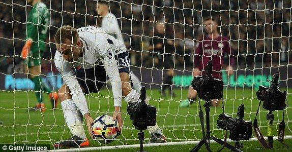 Huy diet Tottenham, Man City cho ngay dang quang Ngoai hang Anh hinh anh 2