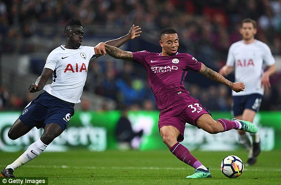 Huy diet Tottenham, Man City cho ngay dang quang Ngoai hang Anh hinh anh 1