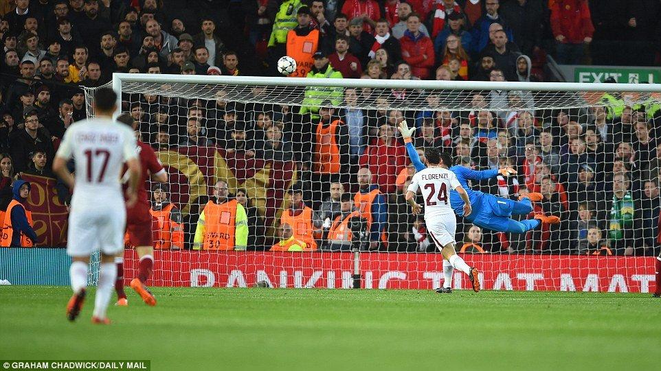 Mohamed Salah da mot tay huy diet AS Roma the nao? hinh anh 2