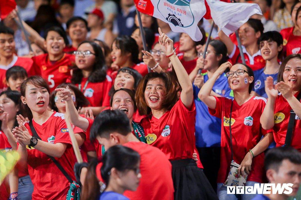 CDV 'oanh tac' Hang Day trong ngay Ha Noi loai HAGL khoi cup Quoc gia hinh anh 11