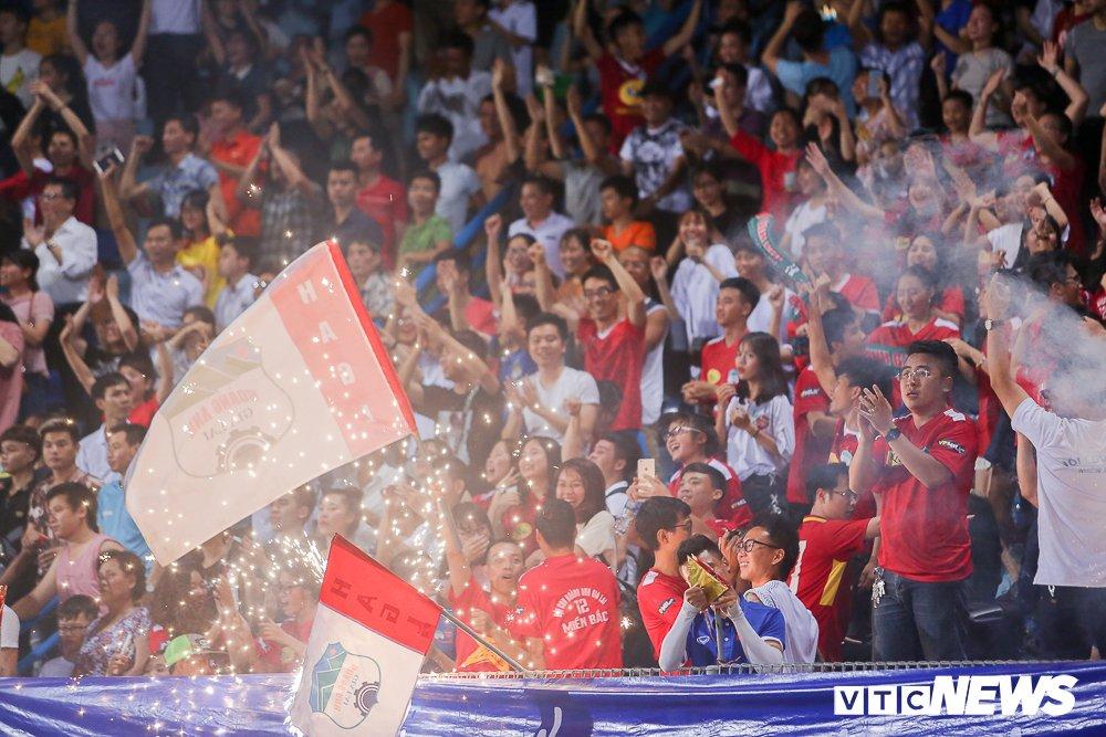 CDV 'oanh tac' Hang Day trong ngay Ha Noi loai HAGL khoi cup Quoc gia hinh anh 14