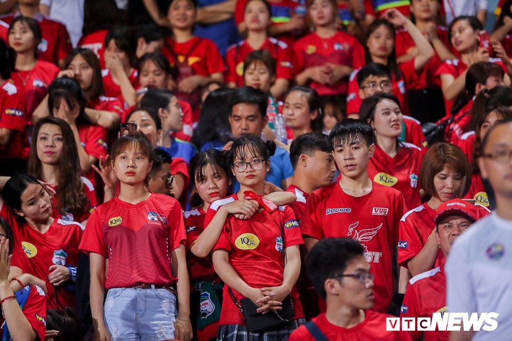 CDV 'oanh tac' Hang Day trong ngay Ha Noi loai HAGL khoi cup Quoc gia hinh anh 16