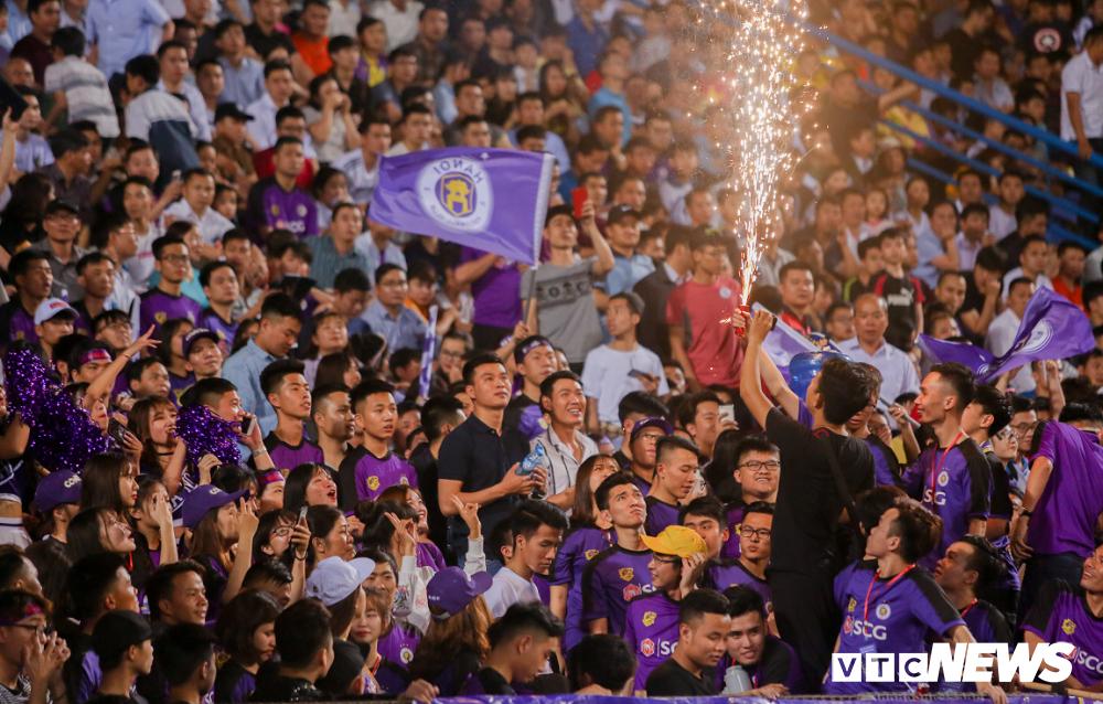 Ha Noi FC vo dich luot di V-League: Khi vinh quang khong chi nam tren san co hinh anh 2