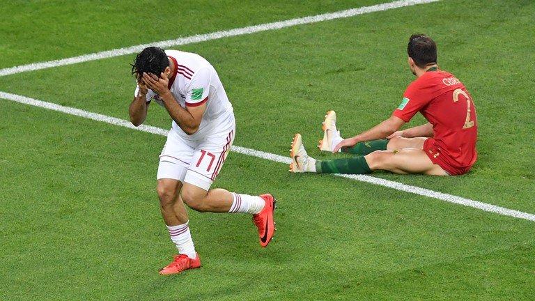 6 phut bu gio kich tinh nhat lich su World Cup: Tay Ban Nha, Bo Dao Nha suyt bi loai the nao? hinh anh 4