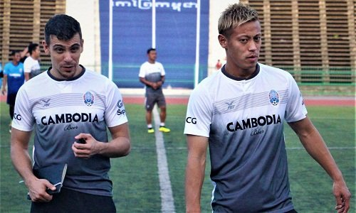 Keisuke Honda ra mat, quyet cung tuyen Campuchia danh bai Viet Nam hinh anh 1