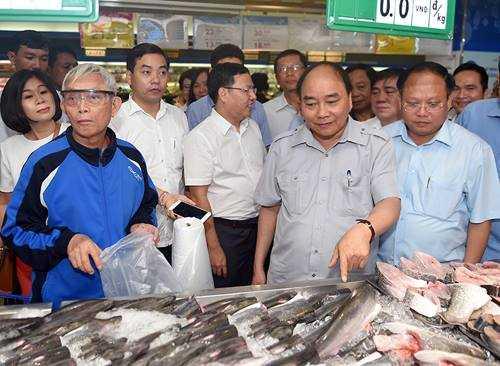 Chum anh: Thu tuong Nguyen Xuan Phuc, Pho Thu tuong Vu Duc Dam trong quan pho binh dan hinh anh 10