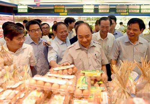 Chum anh: Thu tuong Nguyen Xuan Phuc, Pho Thu tuong Vu Duc Dam trong quan pho binh dan hinh anh 9