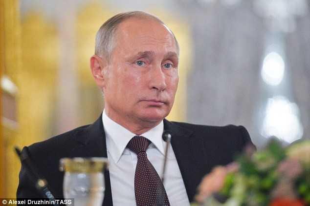 Bao Anh: Ong chu Dien Kremlin yeu cau quan chuc Nga dua nguoi than ve nuoc hinh anh 1