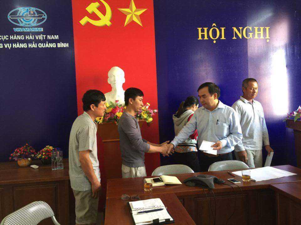 Hop khan len phuong an tim kiem 5 thuyen vien mat tich o Quang Binh hinh anh 2